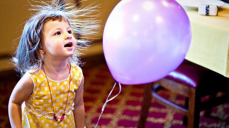Jak naelektryzować balon