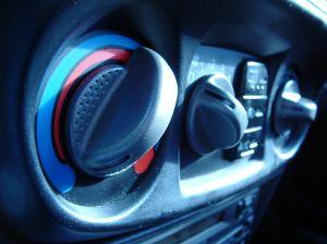 Jak odgrzybić klimatyzację samochodową