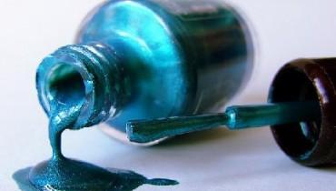Jak odświeżyć lakier do paznokci