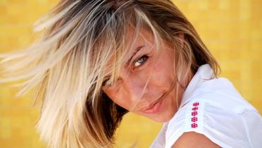 Jak podnieść włosy u nasad