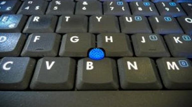 Jak włożyć klawisz w laptopie