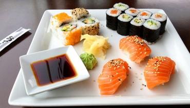 jak-zrobic-nigiri-sushi-z-lososiem