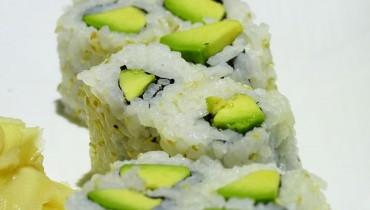 jak-zrobic-sushi-maki-z-ogorkiem