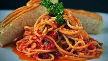 jak-zrobic-spagetti-z-czosnkiem-i-oliwa