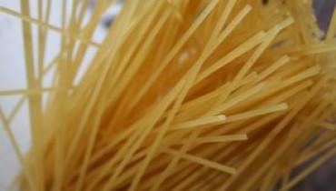 Jak zrobić spaghetti z czosnkiem i oliwą
