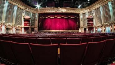 jak zachować się w teatrze