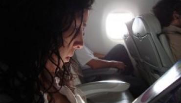 Jak wybrać się z dzieckiem w podróż samolotem?