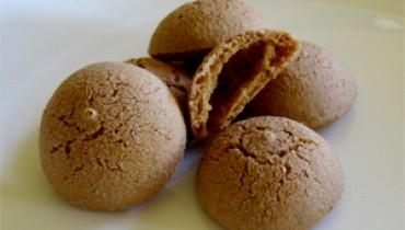 Jak zrobić pyszne makaroniki czekoladowe z migdałów i płatków owsianych?