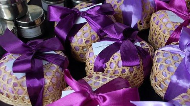 Jak ładnie zapakować prezent