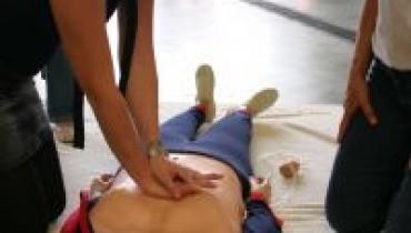 Jak wykonać masaż serca