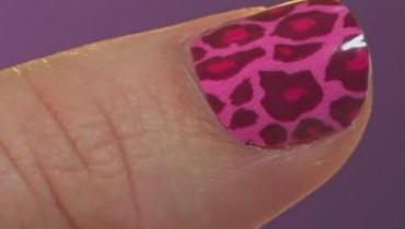 Jak naklejać folię na paznokcie